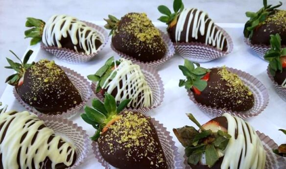 DELICIOUS STRAWBERRIES COVERED WITH COFFEE CHOCOLATE